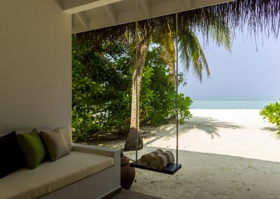 cocoon-maldives-villas-sand-beach-porch