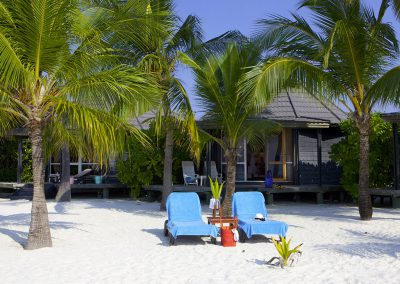 kuredu-island-maldives-resor-beach-chairs