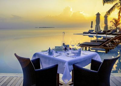 kuredu-island-maldives-resort-food-resturant-table