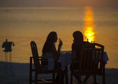 Medhufushi-Island-Resort-maldives-sunset-dinner