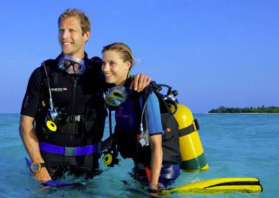 maldives-scuba-diving-couple-padi-course